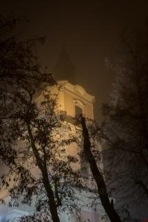 Krobia Park we mgle kościół