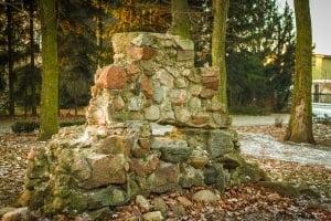 Krobia ruiny groty matki boskiej z Krobia Grota Matki Bożej z Lourdes 2017