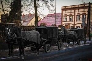 Kolasy w Krobi przed kościołem przy ul Biskupiańskiej