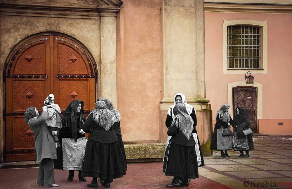 Wejście do kościoła podróż w czasie