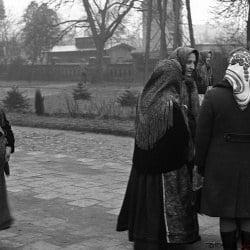 Krobia_przed kościołem 1974