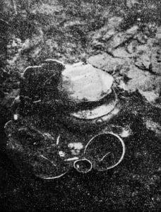 urny w jednym z odkopanych grobów