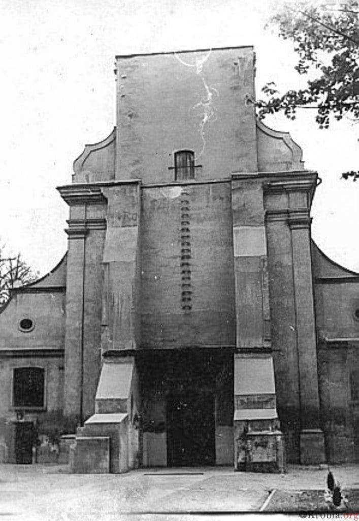 Zawalona wieża kościoła w Krobi w 1968 r.