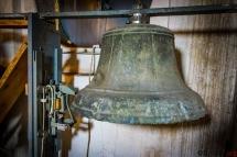 Dzwon podłączony do zegara wybijający godziny