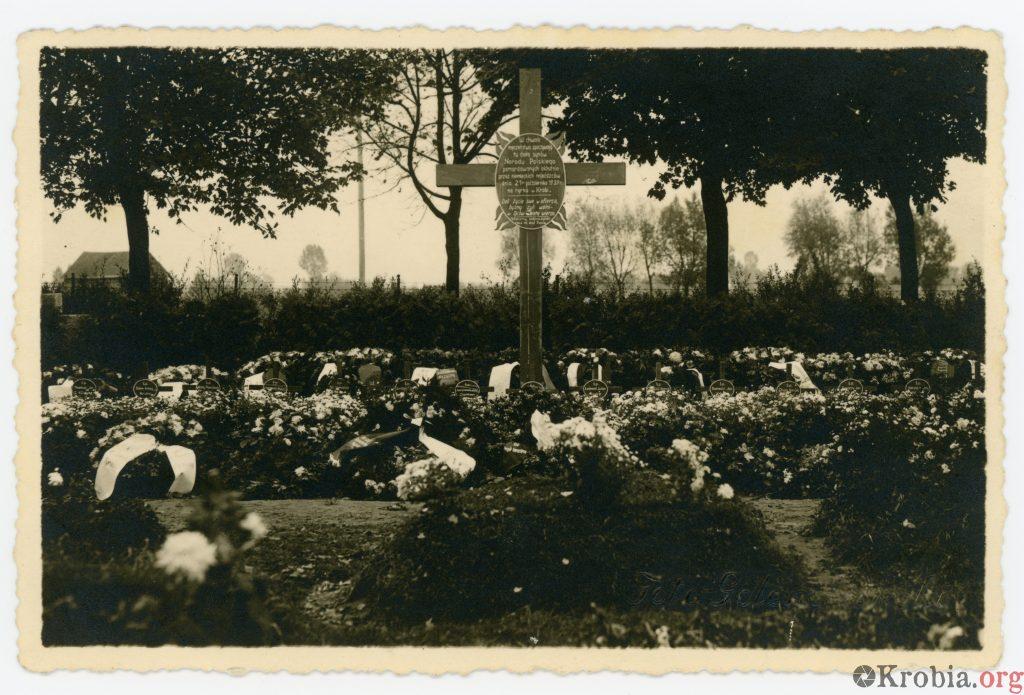 Grób zamordowanych przez niemców mieszkańców Krobi -1946-10-21